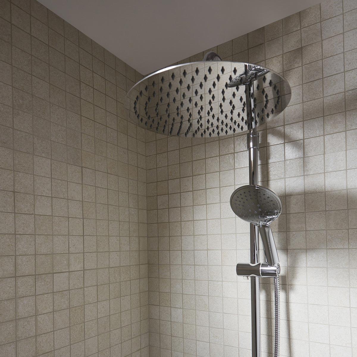 colonne de douche GoodHome avec mitigeur thermostatique