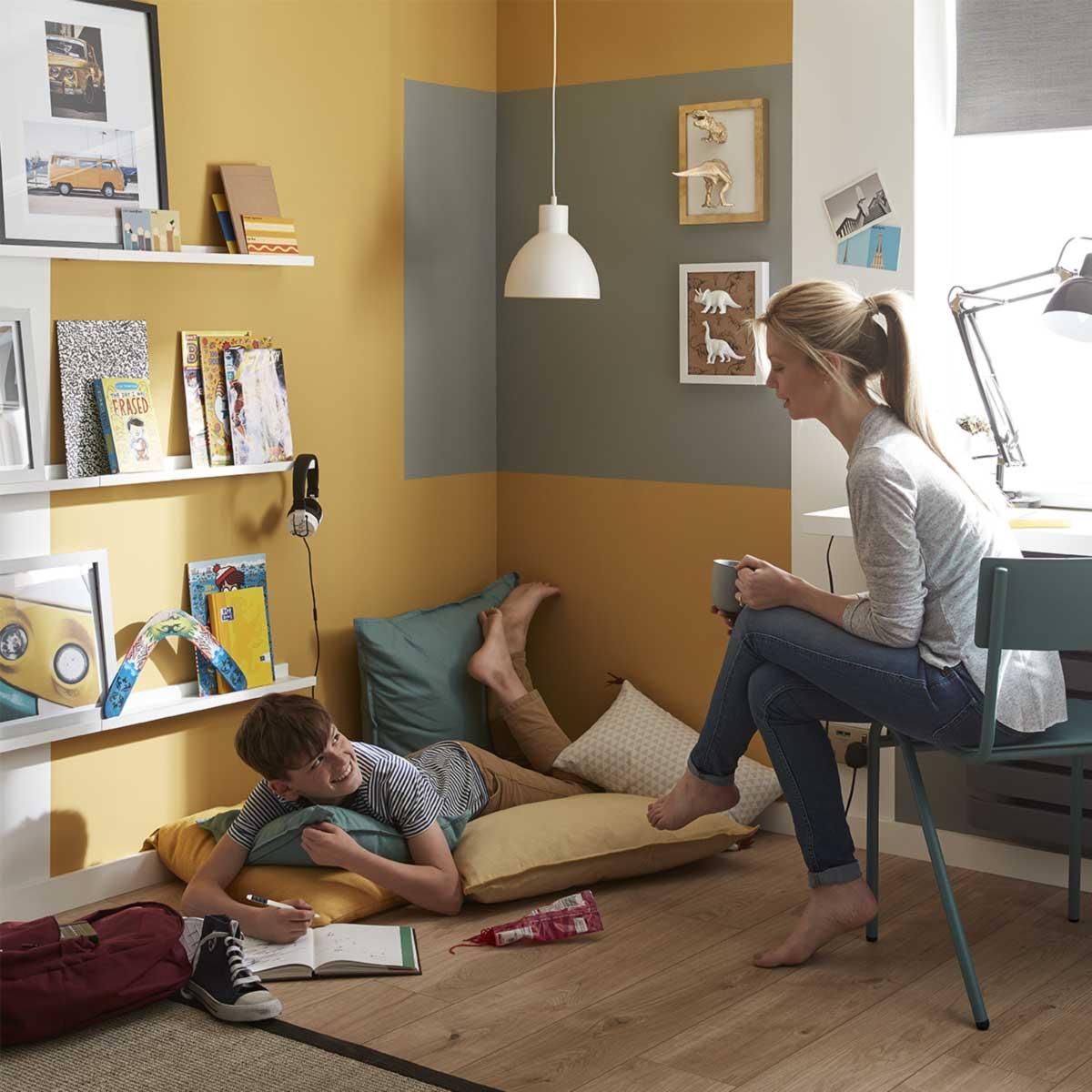 Rénovation d'une chambre d'enfant avec revêtement sol et peinture intérieure GoodHome