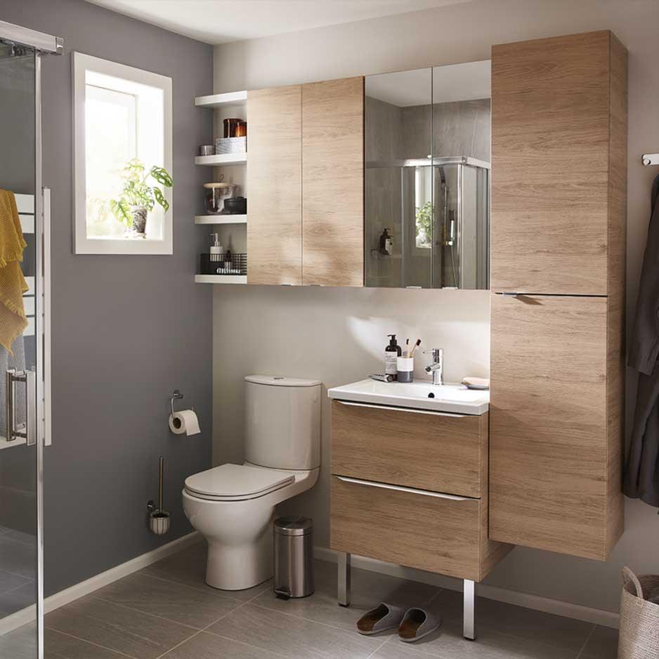 murs colorés d'une salle de bain