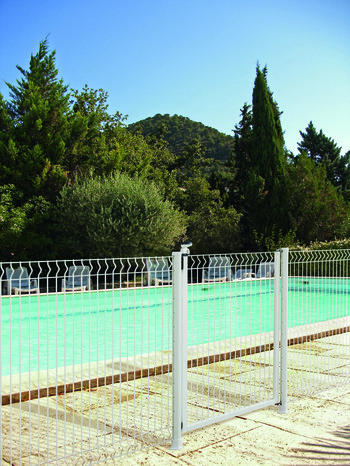 Brico depot cloture piscine construction maison b ton arm for Portillon piscine bois
