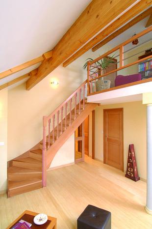 escalier 1 4 tournant en h tre 1 4 tournant droit h tre brico d p t. Black Bedroom Furniture Sets. Home Design Ideas