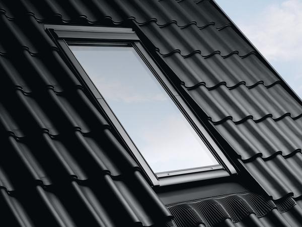 fen tre de toit en bois de 55 cm par 78 cm brico d p t. Black Bedroom Furniture Sets. Home Design Ideas