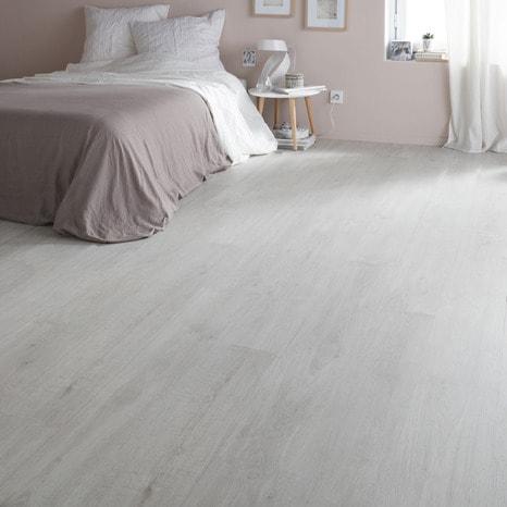 rev tement de sol stratifi clipser p 7 mm d cor imitation ch ne gris brico d p t. Black Bedroom Furniture Sets. Home Design Ideas