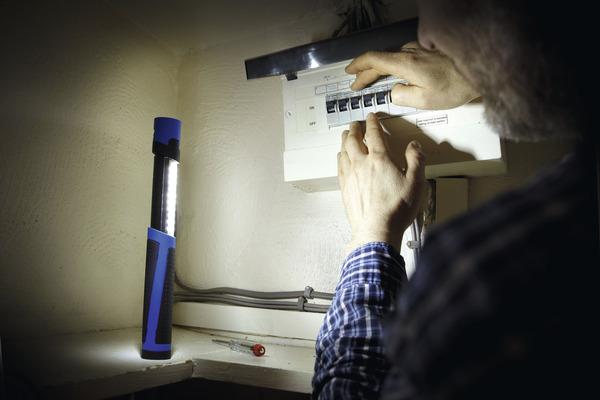 lampe led port e d 39 clairage 220 lumens 90 3 en 1 brico d p t. Black Bedroom Furniture Sets. Home Design Ideas