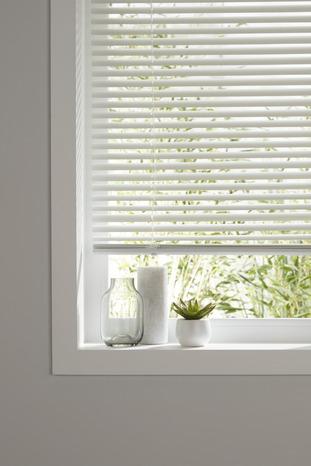 store v nitien aluminium finition blanc mat l 160 cm x h. Black Bedroom Furniture Sets. Home Design Ideas