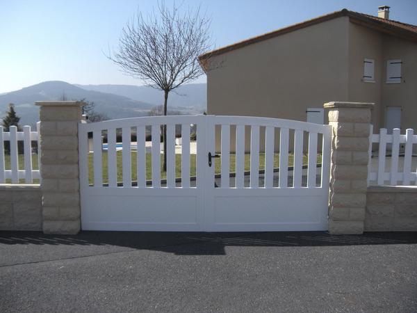 portail pvc battant mer l 3 06 x h 1 40 m brico d p t. Black Bedroom Furniture Sets. Home Design Ideas