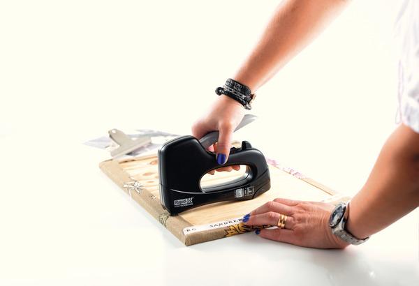 agrafeuse et cloueuse manuelle avec une capacit de 92 agrafes et de 50 pointes brico d p t. Black Bedroom Furniture Sets. Home Design Ideas
