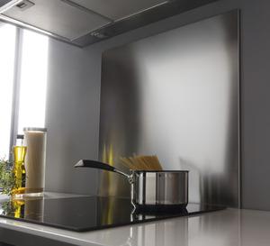 cr dence de cuisine et fond de hotte inox et verre brico d p t. Black Bedroom Furniture Sets. Home Design Ideas